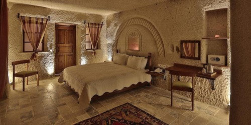 Deluxe Triple Cave Room1